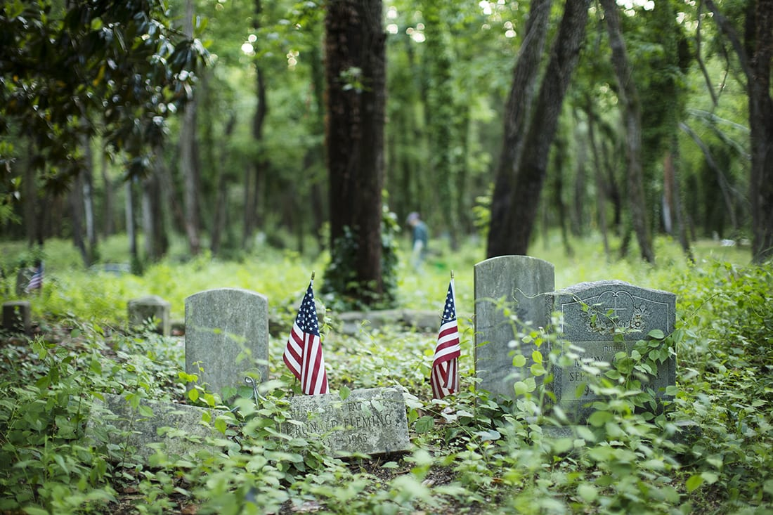 Two small American flags next to several markers.